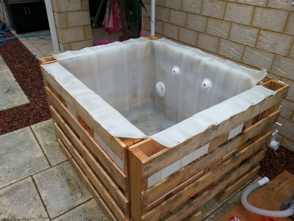 Make a pallet swimming pool for under 80 houston for Poolumrandung rundpool