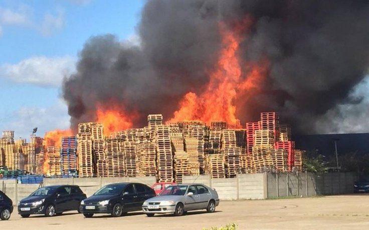London Firefighters Battled Pallet Inferno on East Duck Lees Lane